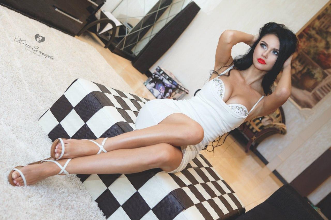 7. Белое платье футляр (пуш-ап)