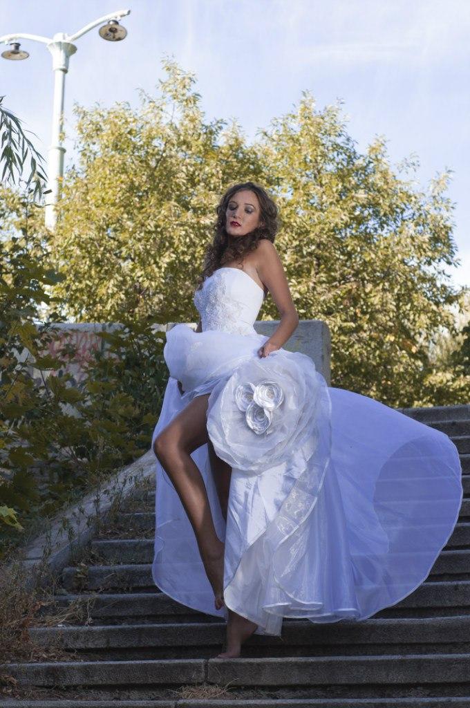 6. Белое пышное платье на корсете