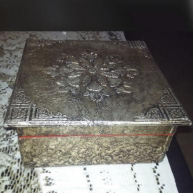 Caja forrada en aluminio con relieve con falso repujado - El rincón del arte san