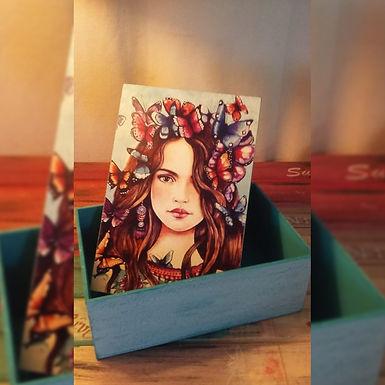 Caja con chica pintada - Vero Taller de Pintura y Artesanias