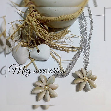 Collar flor con caracoles - Meg Accesorios