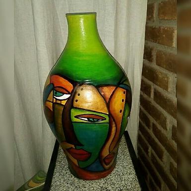 Jarrón grande de cerámica pintado íntegramente a mano - Laura Benito