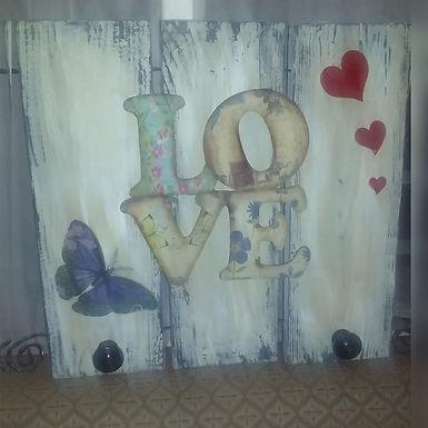 Perchero vintage con palabra LOVE - El rincón del arte sano