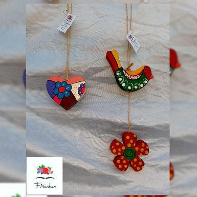 Adorno colgante pajaros, flores y corazones - Fridas