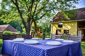 Könnyű nyári ebédhez terítve Kényelmes t