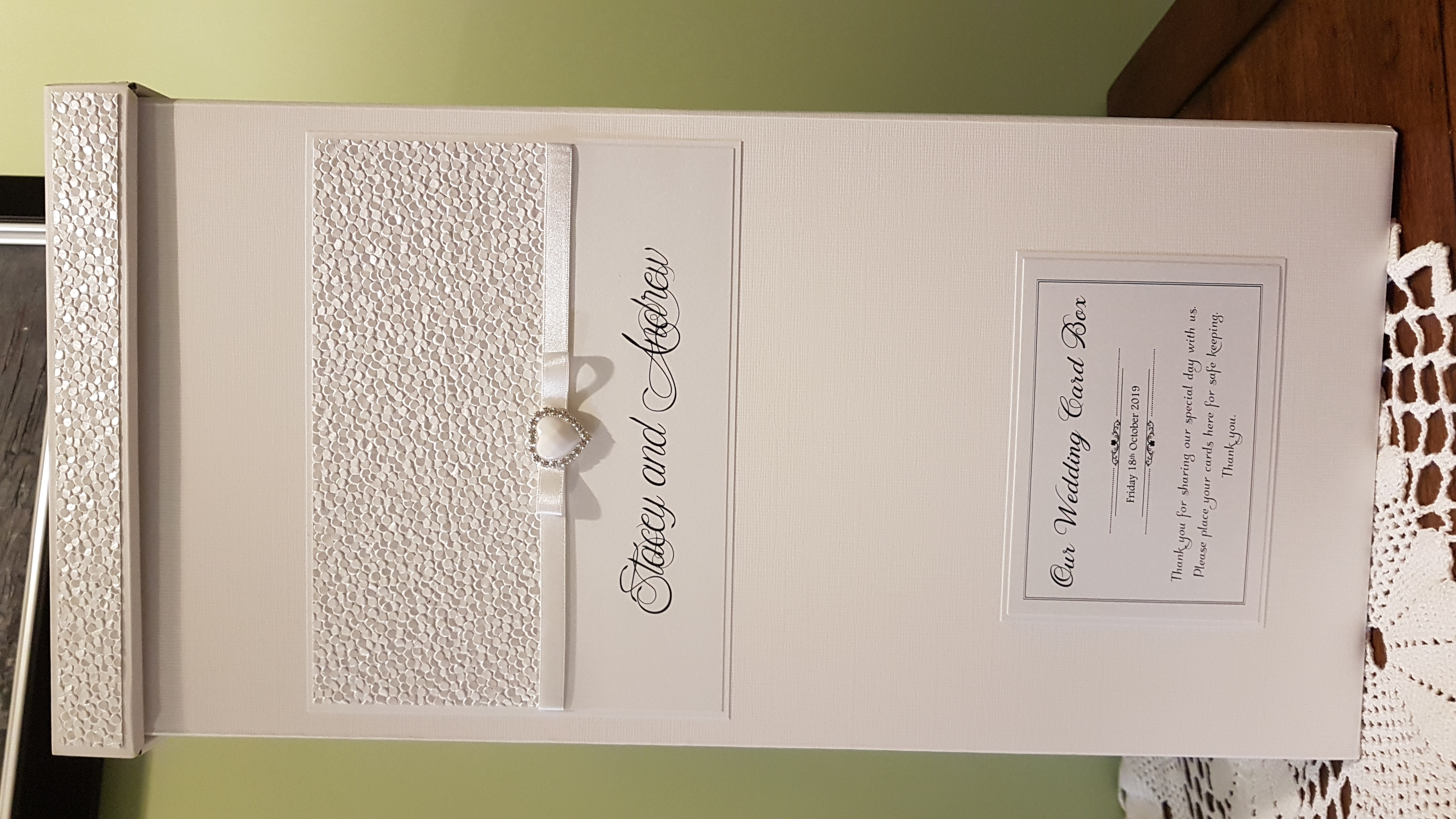 Postbox_Pearlescent white pattened paper