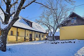 19. A hófedte udvar a ragyogó napsütésbe