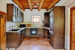 A konyha teljesen gépesített, felszerelt