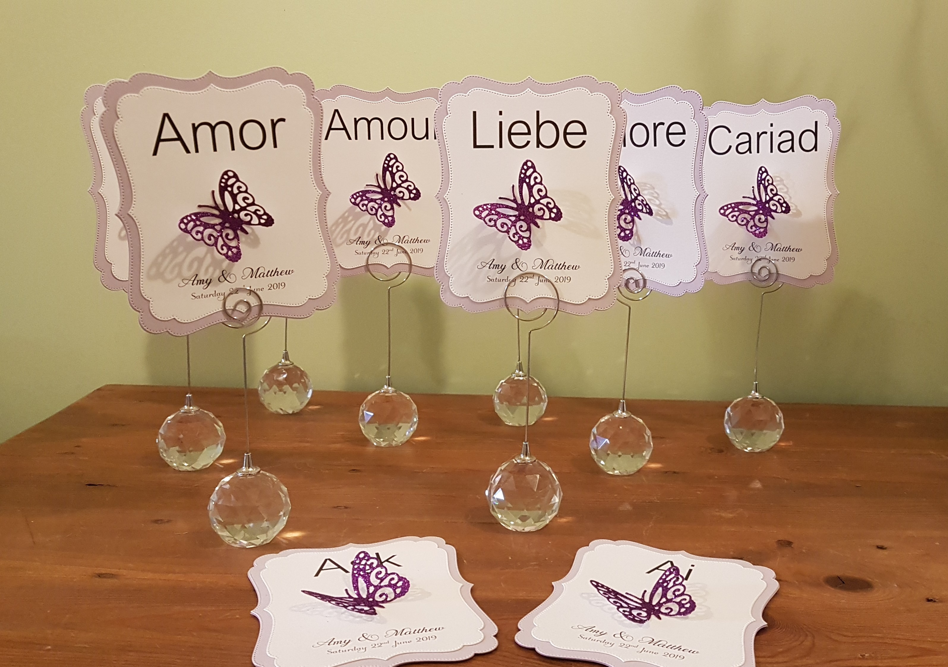 Table name card lilac with butterfly emb