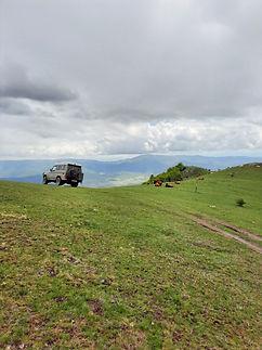 Landcruiser in de Bulgaarse bergen.jpg