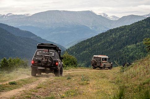 Konvooi rijden Balkan.jpg