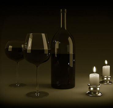 Rotwein Flasche Gläser Kerzen