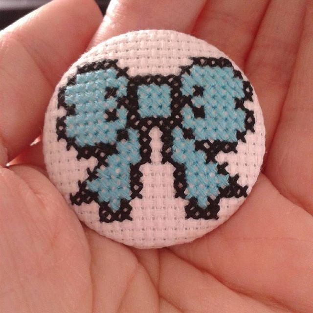 A cute little bow button badge