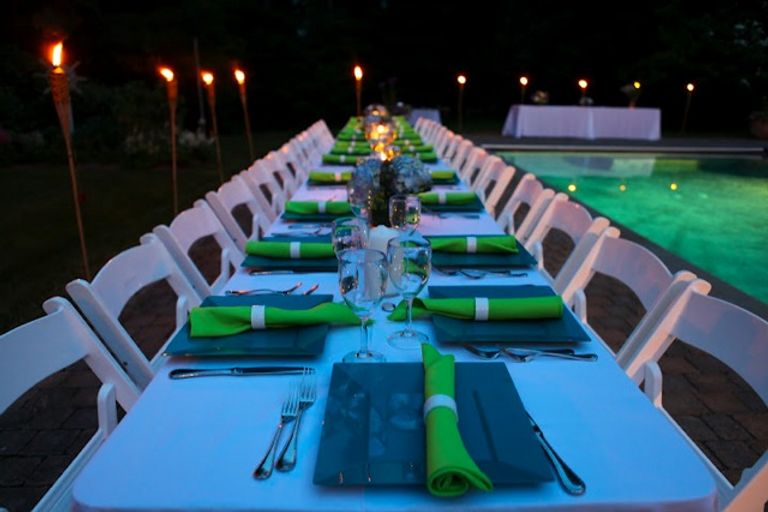 close+up+table+by+the+pool.png
