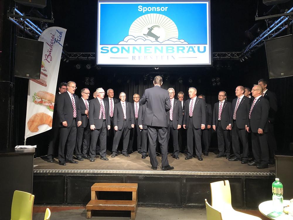 Der Sängerbund auf der Bühne