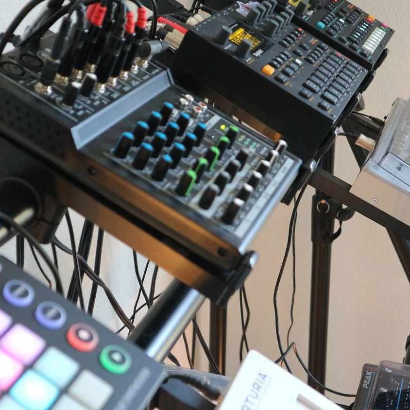 Exclusive Online Studio Sessions & Q&A (1)