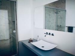 Espejos amplios em baños
