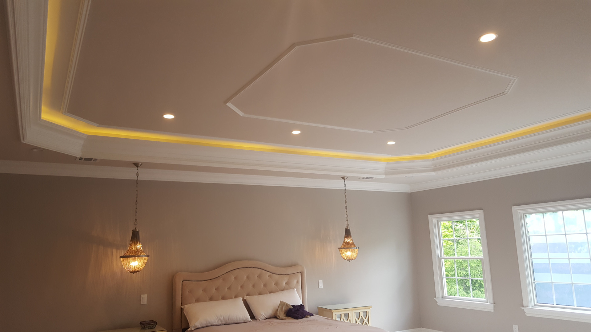 CEILING, WALLS & CROWNMOULDINGS PAINTED