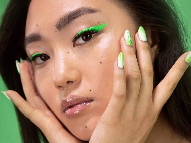 Colour Eyeliner Make Up