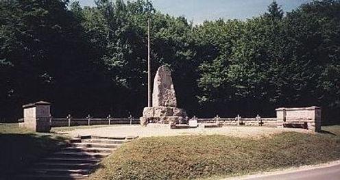 Le mausolée au bois des Caures