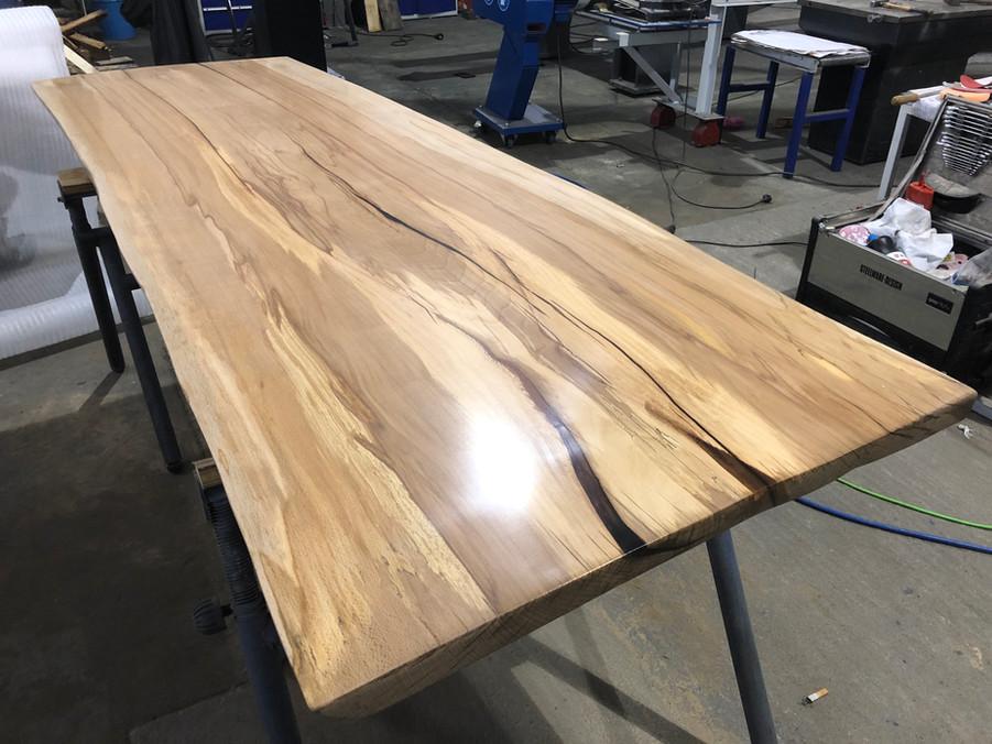 Esszimmertisch Couchtisch Holztisch Tisch Massivholzmöbel Baumkantentisch Holzbohle Steelware Design