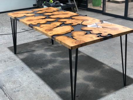 Kirsch Inseltisch mit Stripline Gestell