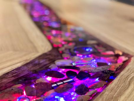 Tresen/Tischplatte mit Epoxidharz Fluss 10 Meter lang