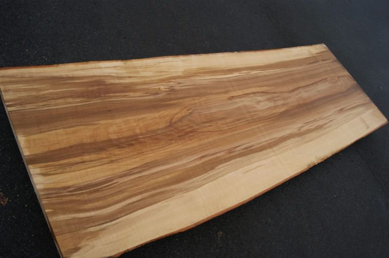 Rotbuchenbohle 5,2 x 78/86 x 235 cm.