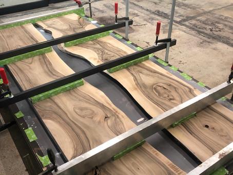 In der Vorbereitung ist grade eine wundervolle Wallnuss Platte mit 1200x2800mm