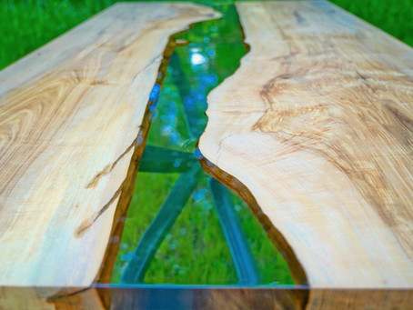Rivertable aus Esche