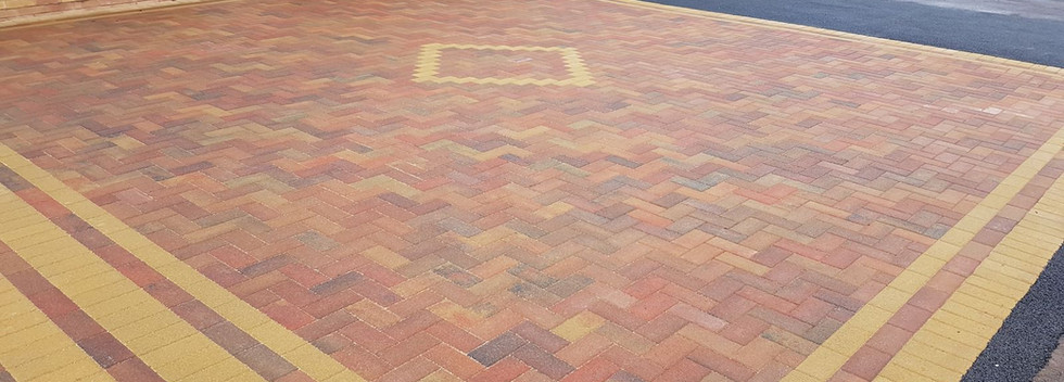 autumn block paving with buff 3 way boarder