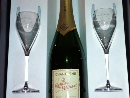 L'habillage des bouteilles au Champagne Rafflin Peltriaux