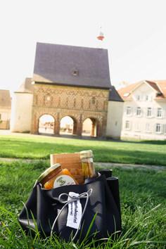 Lorscher Produkte als Präsent im Mönchsbeutel oder Geschenkkarton