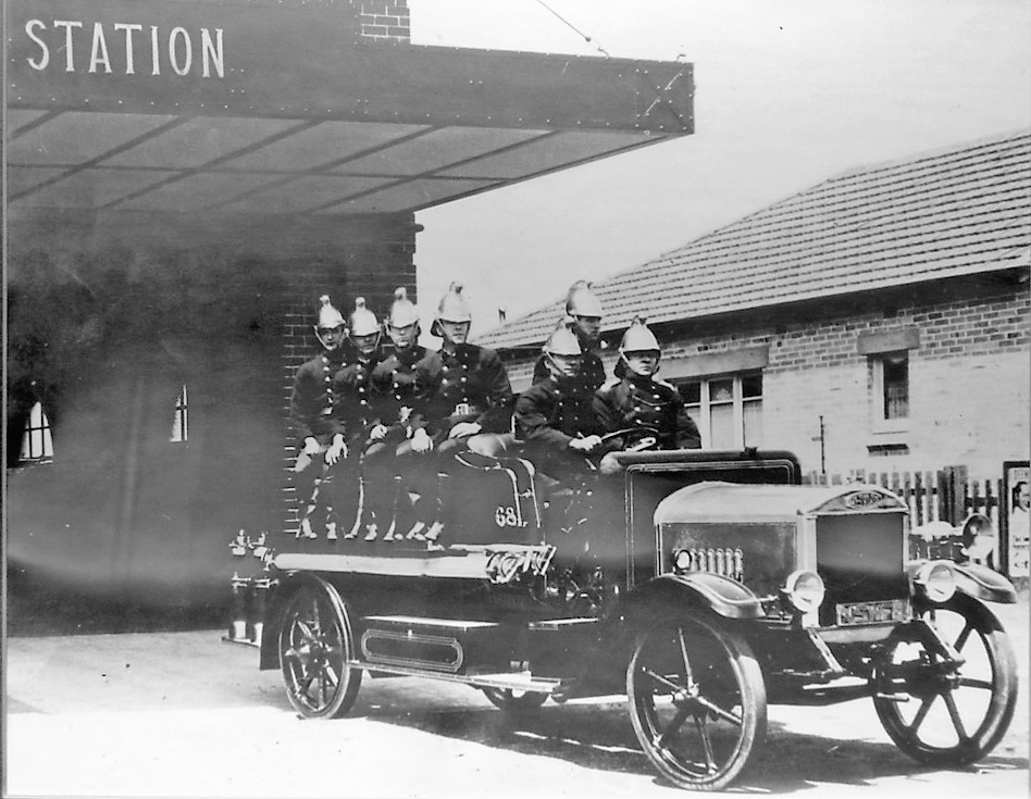 Narrabeen Fire Brigade, 1931 (Photograph Courtesy Northern Beaches Library)