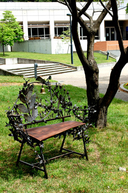 木漏れ日の椅子(Chair of Komorebi)