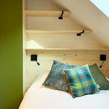 architecture-interieure-tete-de-lit-pyrenees-luz-saint-sauveur