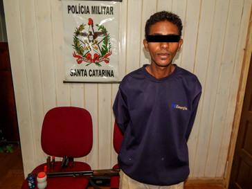 Foragido é capturado pela PM com arma de fogo em Campo Belo do Sul