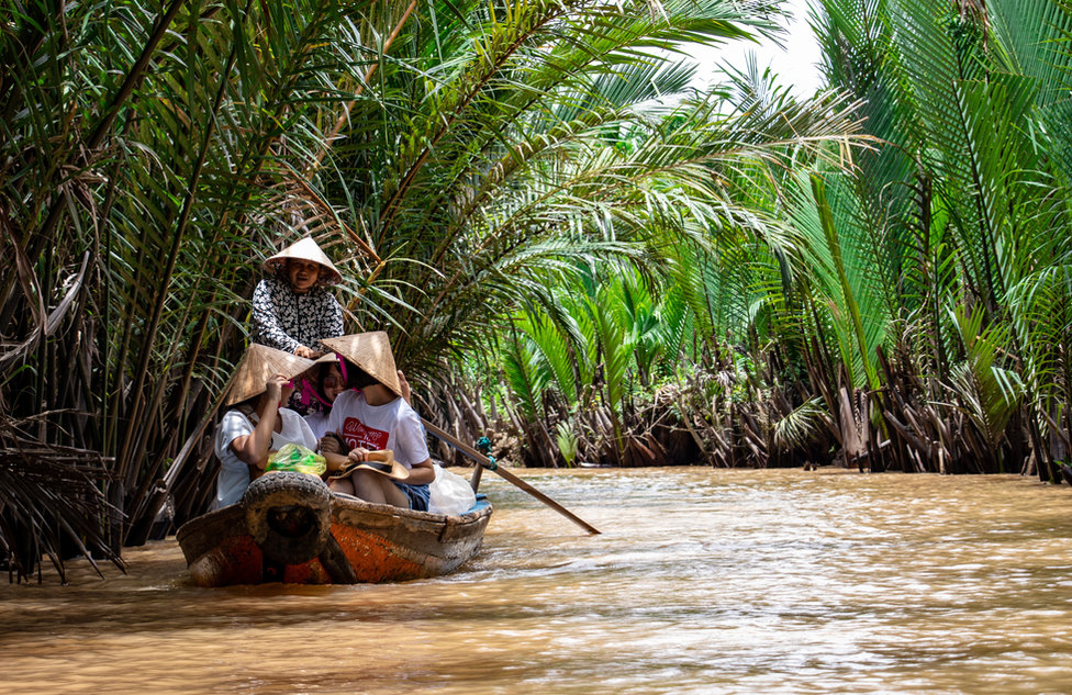 L'association humanitaire bamboosteo a pour objectif de prodiguer des soins ostéopathiques à travers l'Asie auprès de population dans le besoin. C'est Aurore Chastin et Enzo Vacca qui ont initité ce magnifique projet qui débutera en octobre prochain. Ils iront tour à tour en Inde du sud, au Népal, en Thailande, au Cambodge puis au Vietnam. Suivez leur aventure !!