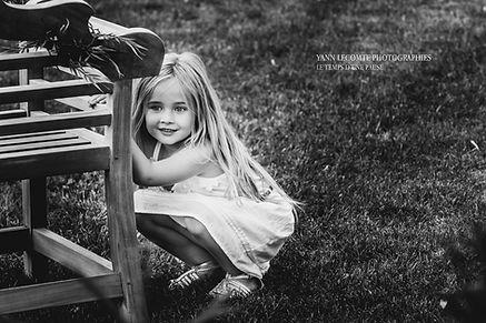 photo d'enfant qui joue lors d'un mariage prise par yann lecomte