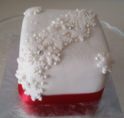 Mini Snowflakes cake