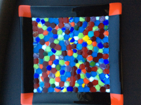 Plate with beads