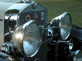 '31-Cadillac-View-of-Front-Lights.jpg