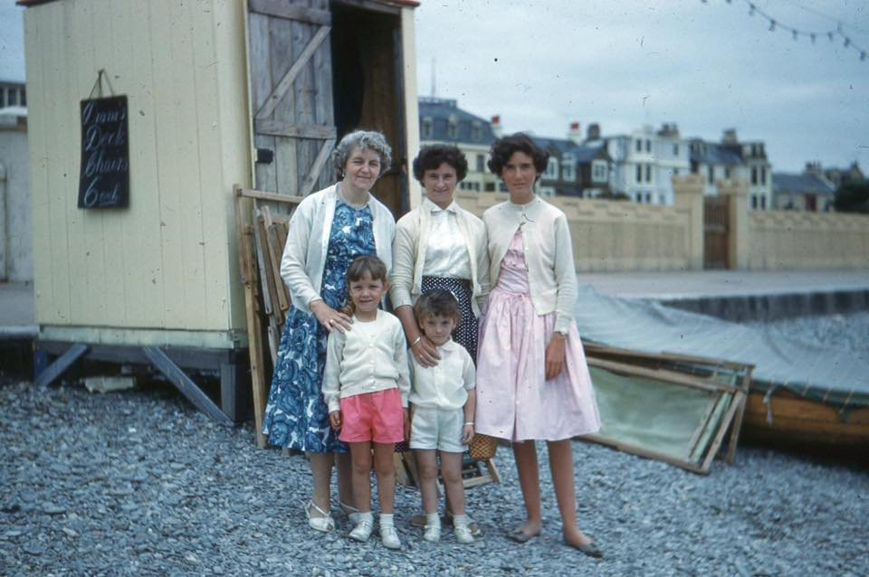 Image 1_members of the Hutchinson family infront of their boat hire hut_Kevin Taylor .jpg