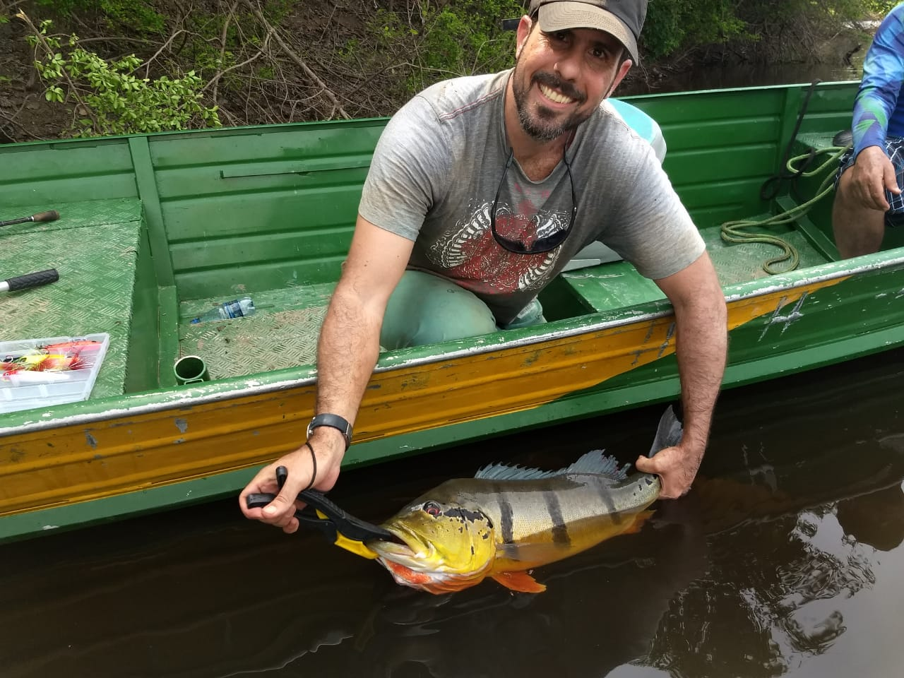 Pescaria no rio negro