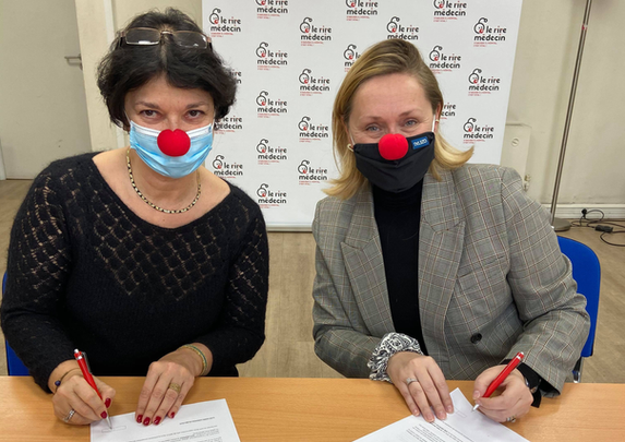 Jeannette et Sarah lors de la signature du renouvellement d'engagement de Naturopera auprès de l'association