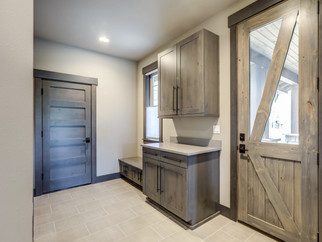 Keeping Clean and Organized with a Mud Room or Entranceway