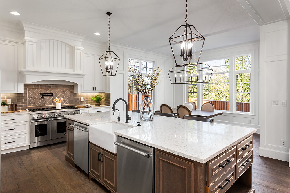 A kitchen Island and two light fixtures above it