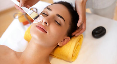 A relaxingfacial using abalancing cleanser and steam to exfoliate and detoxify the skin followed by a hydrating & balancing mask, then afacial massage using anantioxidant serum. Finished with a soothing eye lift gel, lip treatment and daily moisturizer withSPF30.