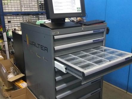 1η εγκατάσταση μηχανής ελέγχου και αποθήκευσης εργαλείων - Walter Vending Machine