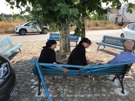 Visita do Somos Coimbra a Cioga do Campo motiva arranjo de bancos